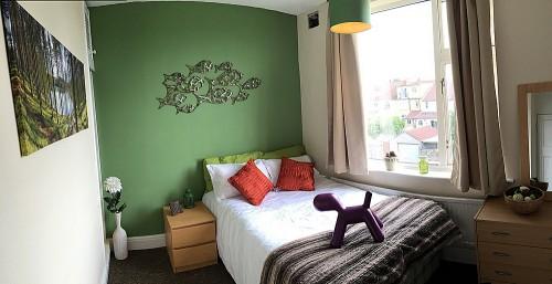 Upstairs back bedroom